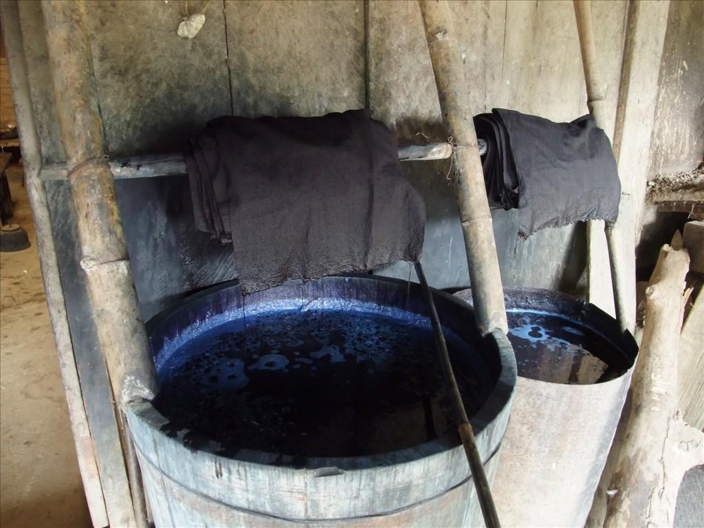 Indigo dye bath